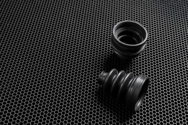 Ein neues autoersatzteil. dunkelschwarzer gummi-staubtuch-antriebswellenschutz