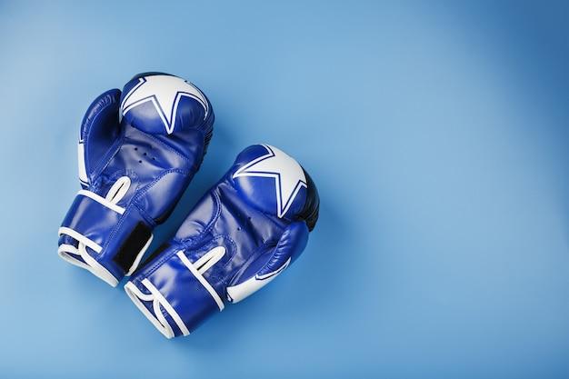 Ein paar leder-boxhandschuhe