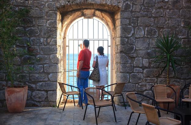 Ein paar touristen in dubrovnik