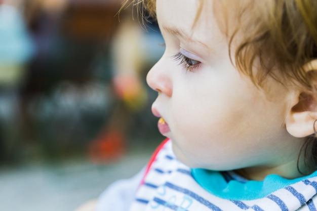 Ein profilgesicht baby exemplar links