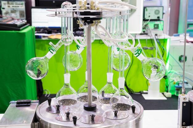 Ein rotationsverdampfer im chemischen labor