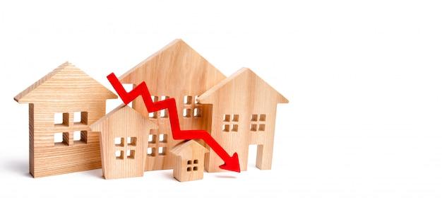 Ein rückgang der immobilienpreise. bevölkerungsrückgang. fallende zinsen auf die hypothek.
