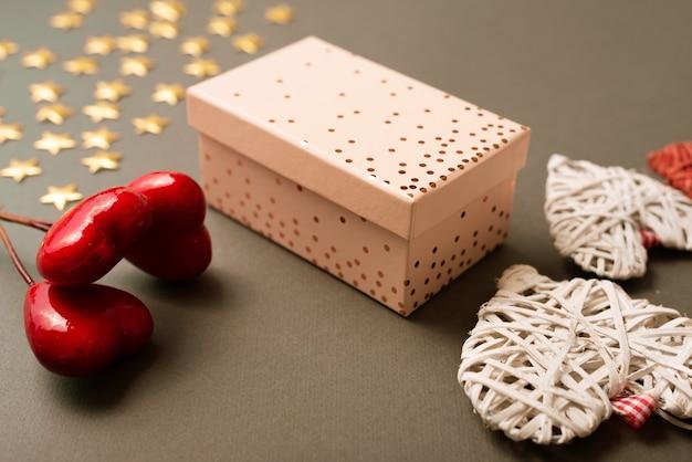 Ein schönes foto von einigen schönen dekorationen für den valentinstag