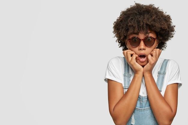 Ein schuss emotionaler angst überraschte einen dunkelhäutigen teenager