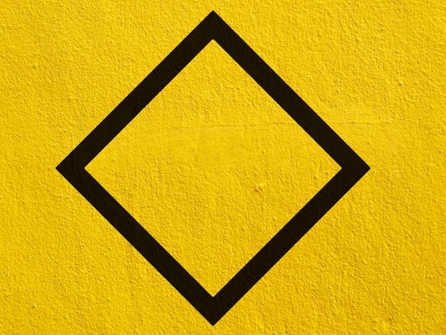 Ein schwarzer leerer punkt auf einer stuckwand gemalt