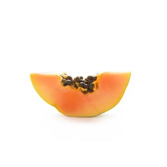 Ein stück frische papaya isoliert, nahaufnahme
