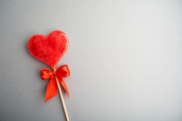 Ein süßer lutscherherzhintergrund valentinstag
