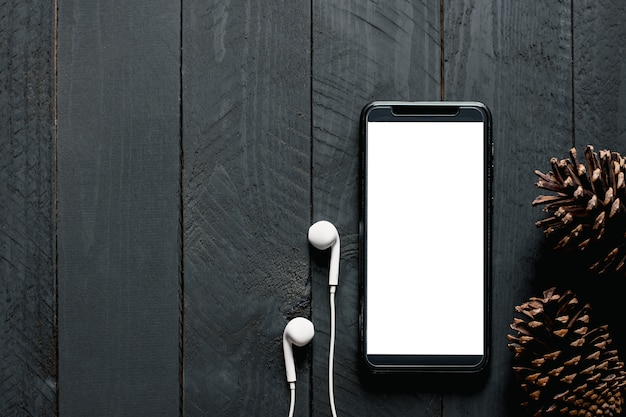 Ein telefon mit leerem bildschirm.