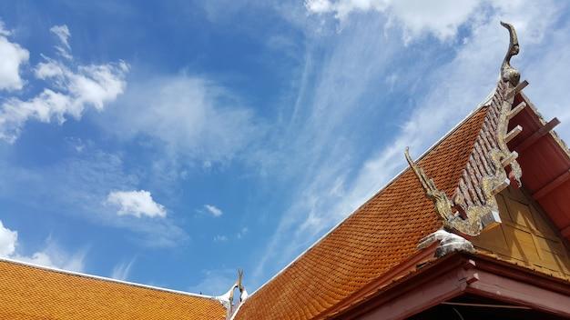 Ein thailändisches dach der traditionellen architektur