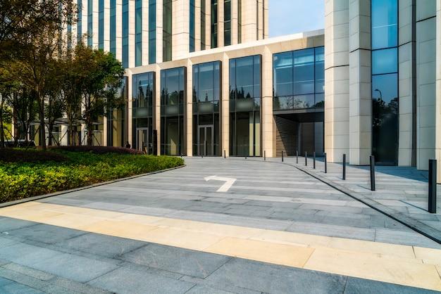 Ein- und ausgang des bürogebäudes in shanghai financial district plaza