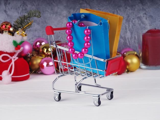 Ein wagen voller geschenke, die vorstellung von weihnachtsgeschenken und shopping