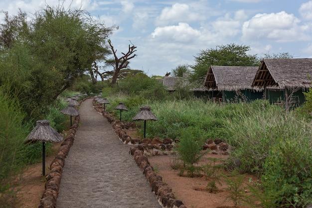 Ein zeltlager befindet sich im nationalpark serengeti