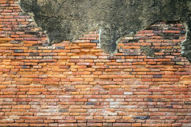 Eine alte backsteinmauerbeschaffenheit an der alten ruine.