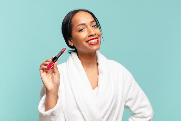 Eine amerikanische hübsche frau. glücklicher und überraschter ausdruck. make-up-konzept