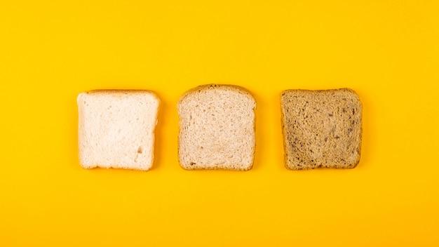 Eine auswahl an toastbrot zum frühstück