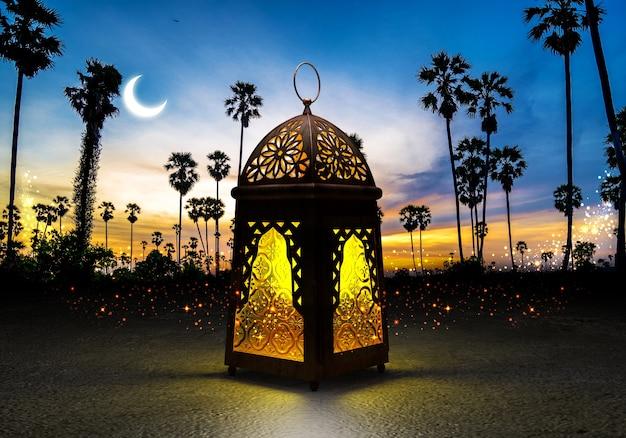 Eine belichtete bunte ramadan-laterne, gegen blauen nächtlichen himmel mit einem sichelförmigen mond.