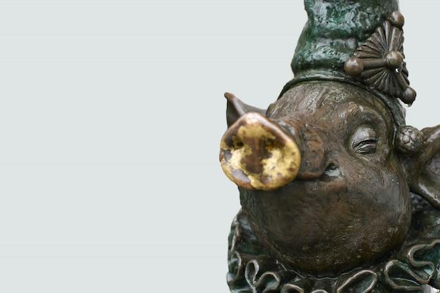 Eine bronzeskulptur eines schweins, kopie space