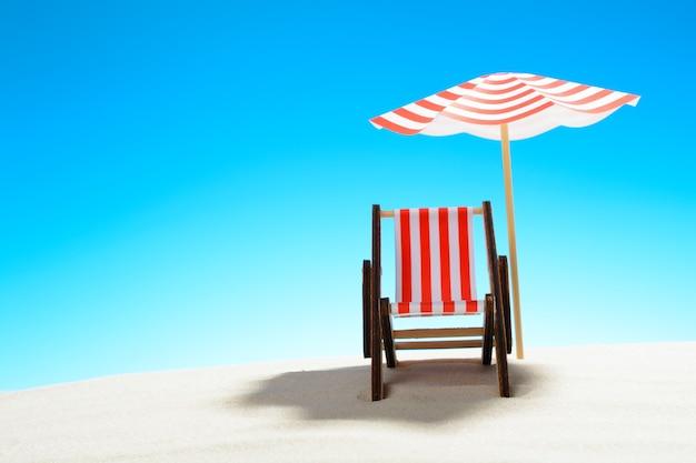 Eine chaiselongue unter einem regenschirm am sandstrand