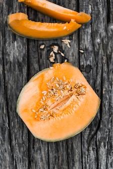 Eine draufsicht der halbierten moschusmelone
