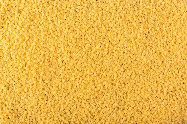 Eine draufsicht gelbe rohe nudeln so viel nudeln rohes gelbes essen mahlzeit