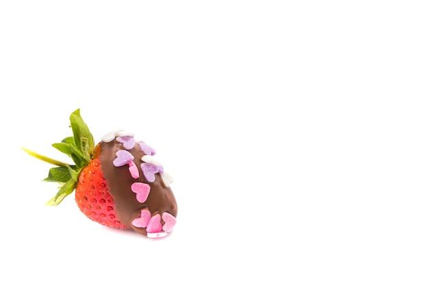 Eine erdbeere mit schokoladenüberzug