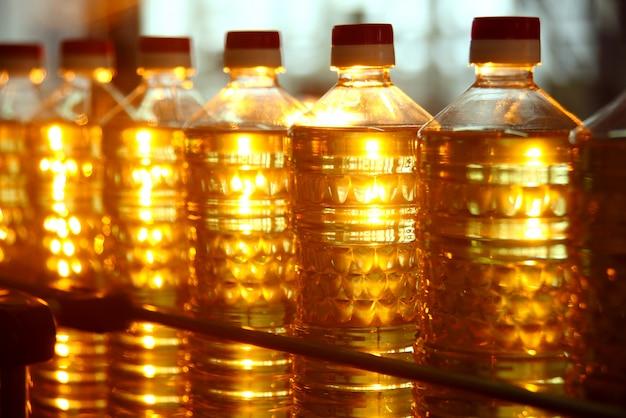 Eine fabrik zur herstellung von sonnenblumenöl.