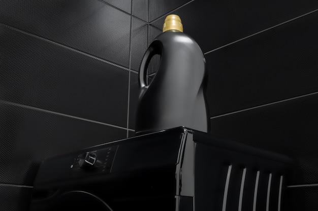 Eine flasche gel zum waschen auf einer schwarzen waschmaschine