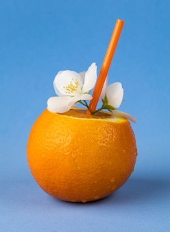 Eine frische orange trinkfertig