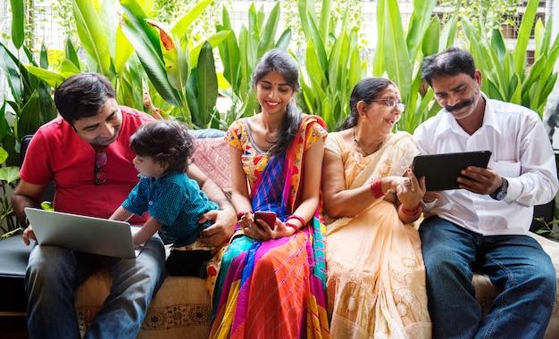 Eine glückliche indische familie