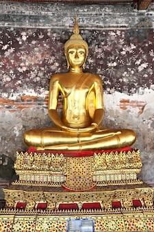 Eine goldene buddha-statue, bangkok, thailand