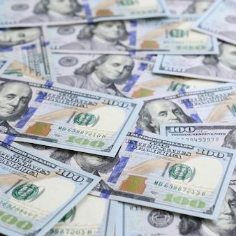 Eine große anzahl von us-dollar-scheinen