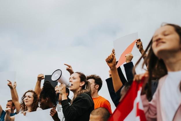 Eine gruppe amerikanischer aktivisten protestiert