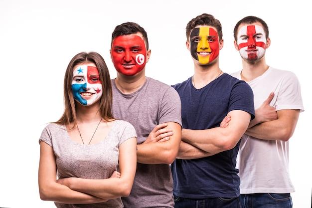 Eine gruppe von fans unterstützt ihre nationalmannschaften mit bemalten gesichtern. england, belgien, tunesien, panama-fans lokalisiert auf weißem hintergrund