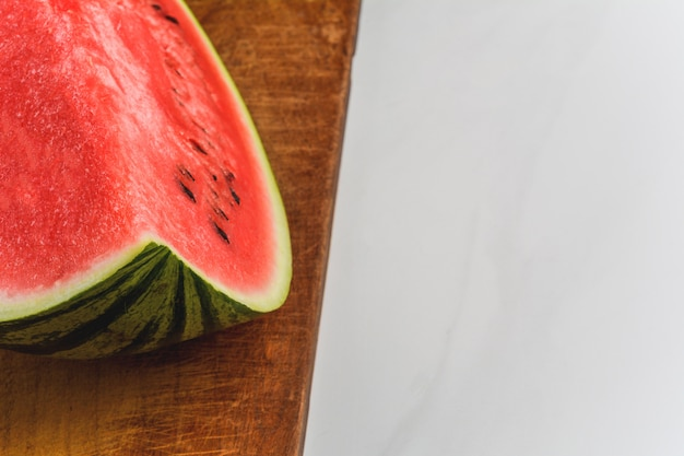 Eine halbe scheibe wassermelone