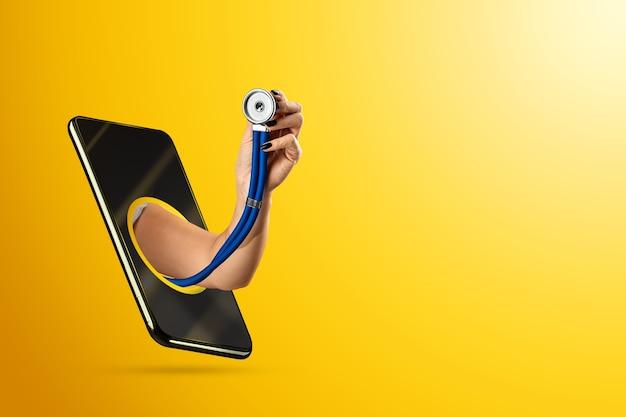 Eine hand, die durch ein smartphone kriecht, hält ein stethoskop