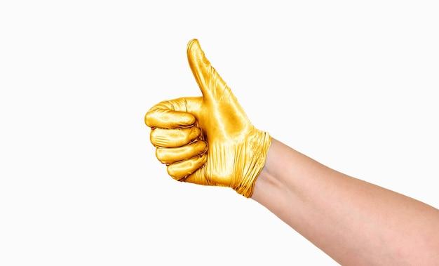 Eine hand mit erhobenem finger in einem goldenen handschuh. zeigt ok an. die goldene hand.