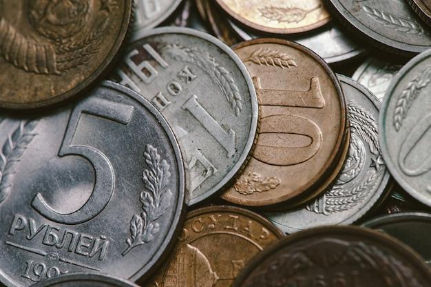 Eine handvoll alter russischer münzen