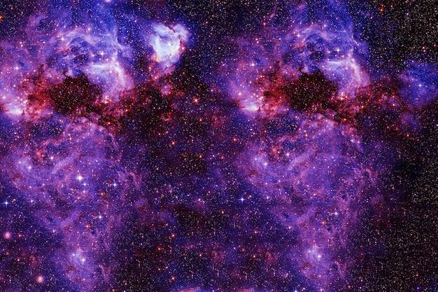 Eine helle fantasy-galaxie. elemente dieses bildes wurden von der nasa bereitgestellt. foto in hoher qualität