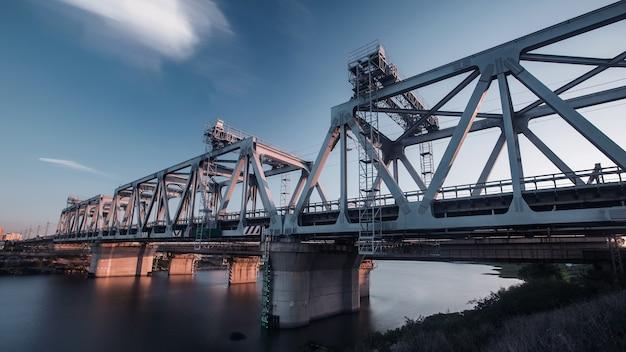 Eine hochgeschwindigkeits-eisenbahnbrücke