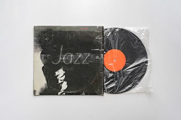 Eine jazzmusik auf der alten retro-vinyl-schallplatte, audio-vintage-album
