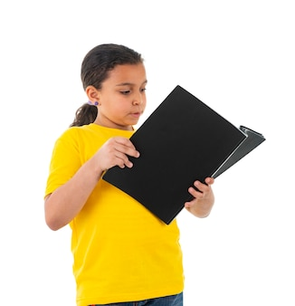 Eine junge weibliche teenager-lesung