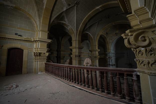 Eine kirche, in der die zeit vor einiger zeit endete