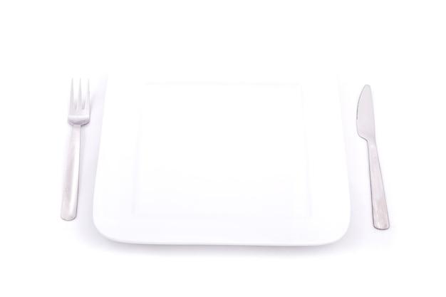 Eine leere platte isoliert auf weiß.