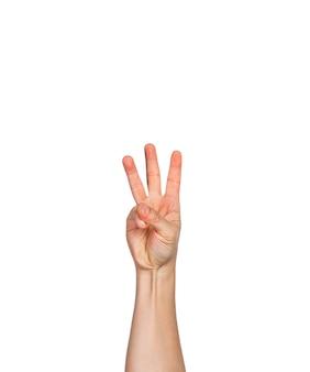 Eine männliche hand, finger in faust mit drei finger nach oben