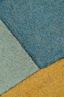 Eine mischung aus blauem und orangefarbenem asphalt