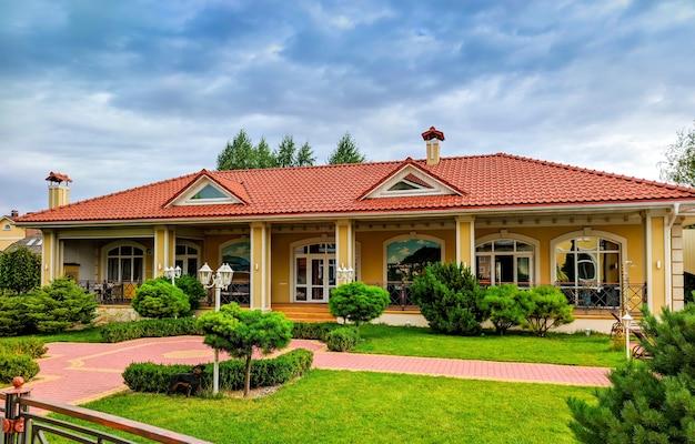 Eine moderne und luxuriöse residenz - lifestyle-konzept
