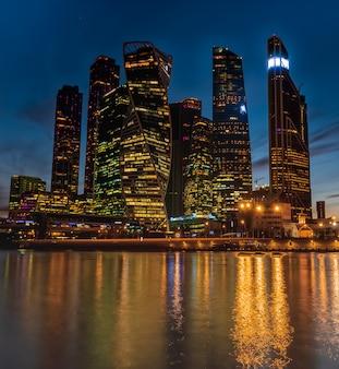 Eine nachtansicht des internationalen geschäftszentrums moskaus - moskau-stadt, russland.