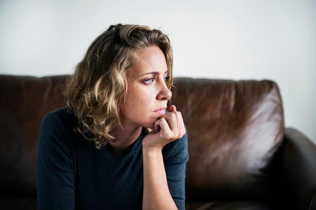 Eine person, die an depressionen leidet
