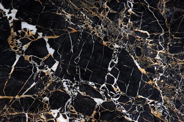 Eine platte aus schwarzem marmor mit wunderschönen gelben und weißen adern namens new portoro.