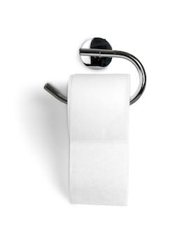 Eine rolle toilettenpapier, die an einem toilettenpapierhalter hängt